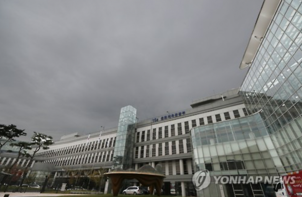 Given the fact that the Ministry of Culture, Sports and Tourism has been criticized as the centre of Choi Soon-sil's charges, meddling in state affairs and wielding improper influence, anyone promoted to the top position is likely to have a short-lived stay. (image: Yonhap)