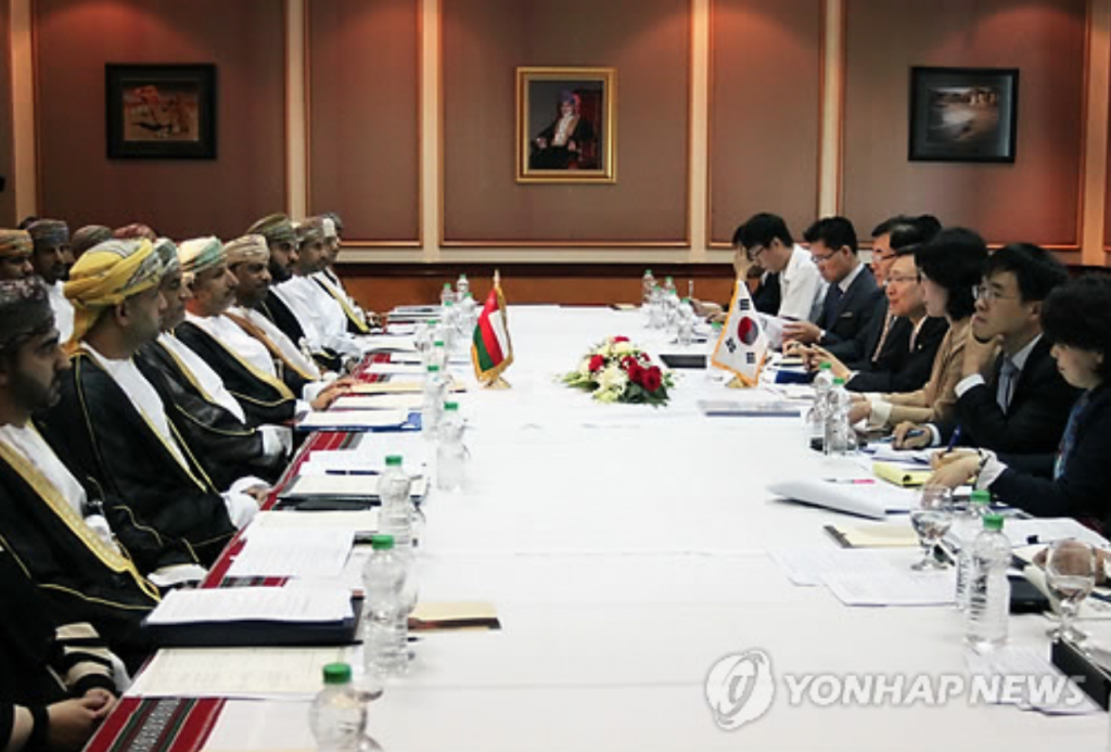 The two countries will launch a working-level group of experts from the government and business community to discuss cooperation in renewable energy and an energy storage system. (image: Yonhap)