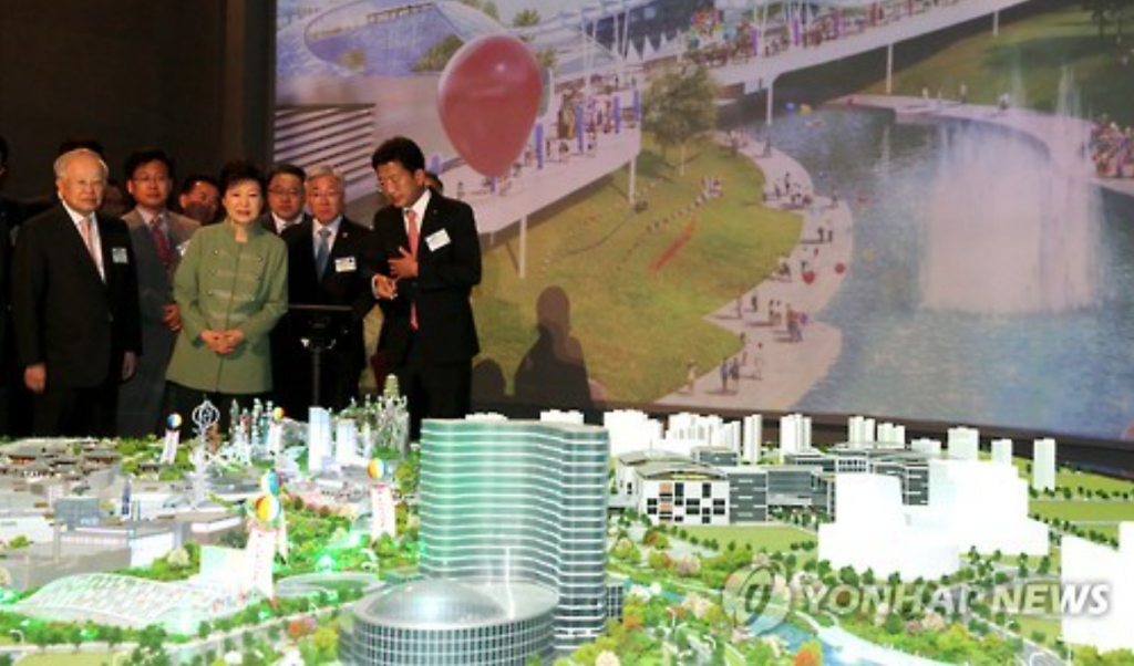 President Park Geun-hye (C, front row) is shown a model of K-Culture Valley during her visit to the site in Goyang, north of Seoul, on May 20, 2016. (image: Yonhap)