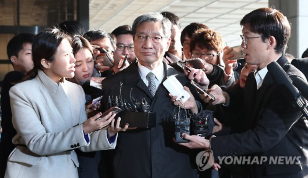 Chang Choong-ki, head of Samsung's strategy planning department, the group's de facto control tower, enters the Seoul Central District Prosecutors' Office in Seoul on Nov. 18, 2016. (image: Yonhap)