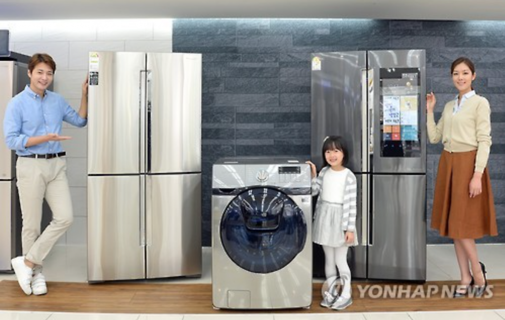 Samsung said its four-door refrigerators accounted for 20 percent of total sales in 2012, and they are expected to reach over 60 percent this year. (image: Yonhap)