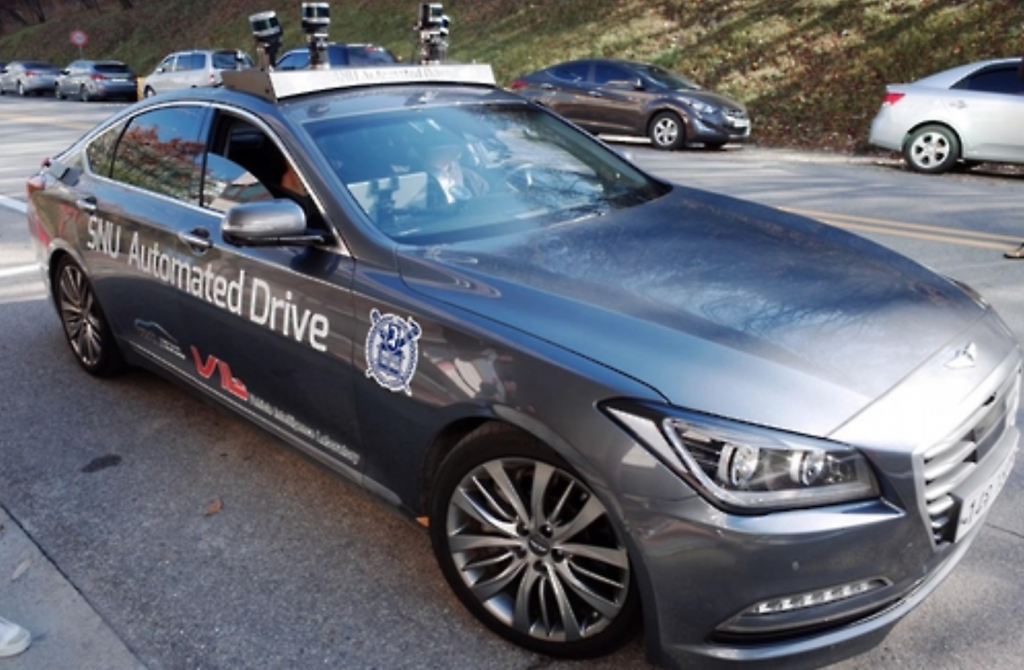 SNUber2 picks up a passenger when it receives departure and destination data registered via its smartphone application. Upon transporting a passenger, the self-driving car automatically departs for the next passenger's location. (image: Yonhap)