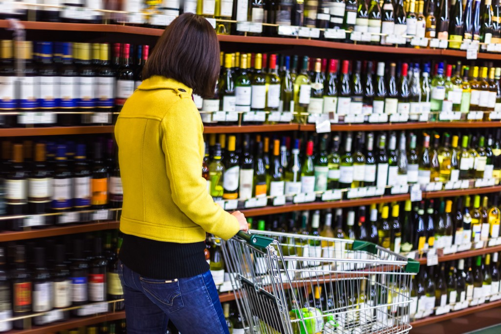 E-Mart, the nation's largest chain operated by Shinsegae, said liquor was the most popular item in the first 11 months of this year, illustrating the rise of stay-at-home drinking. (image: KobizMedia/ Korea Bizwire)
