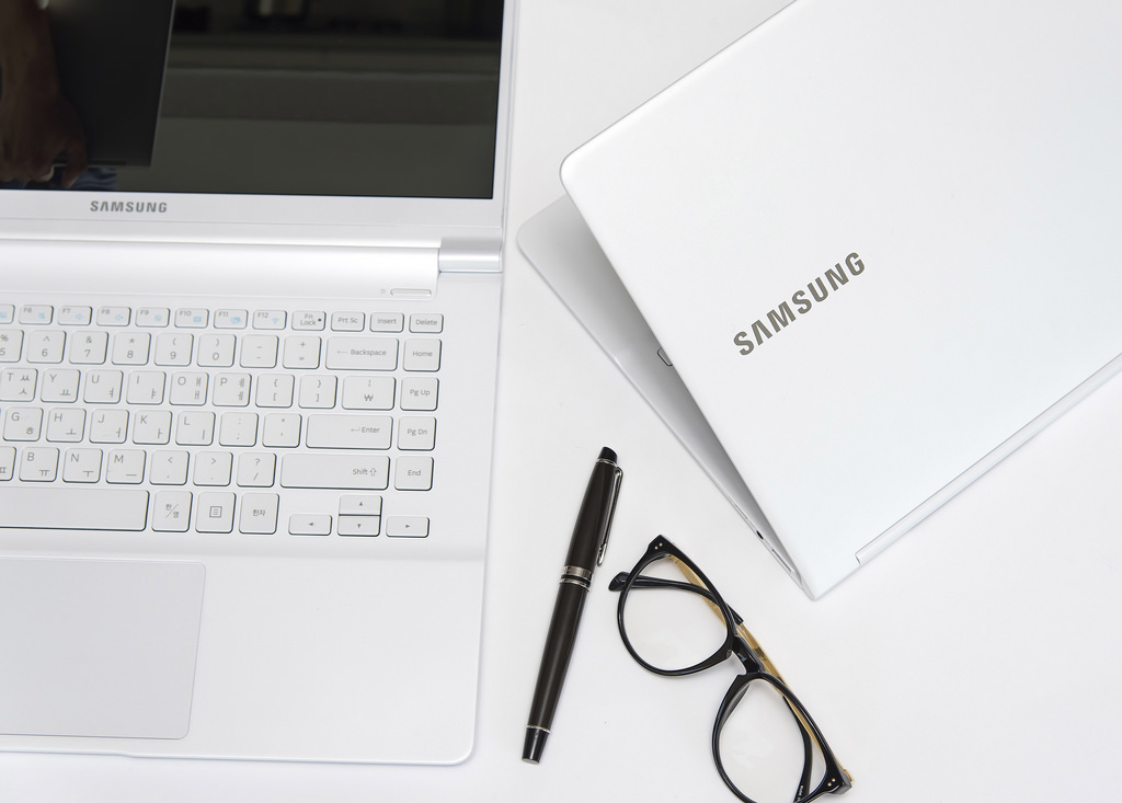 The Notebook 9 was evaluated for excellent performance in an extremely portable package, with a svelte design and a weight of just 2.8 pounds, the magazine said. (image: Samsung Electronics)