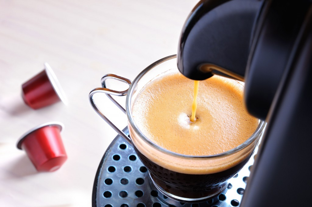 Industry watchers expect other coffeehouses and distributors to follow Hollys Coffee's lead in launching coffee capsules. (image: KobizMedia/ Korea Bizwire)
