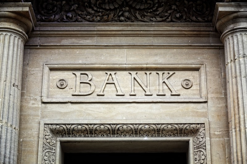 Banks' Decision on Merit Pay System Faces Strong Resistance
