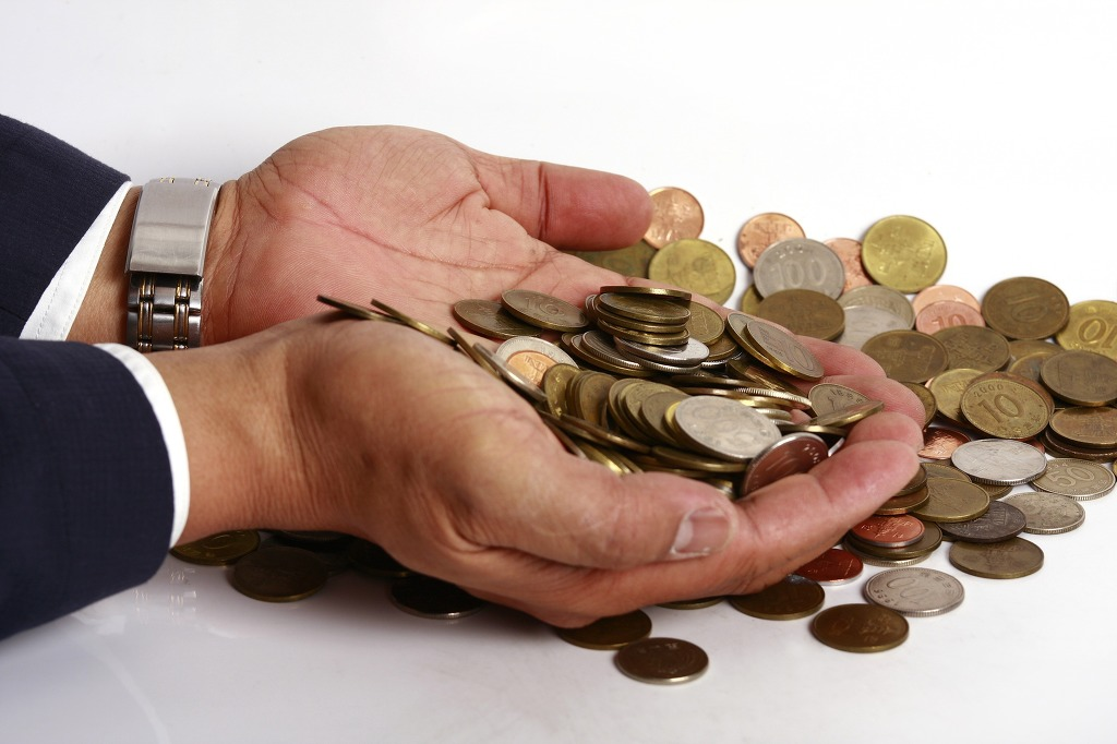 Regardless of their abundance, a recent BOK survey of 2,500 Korean adults revealed that 46.9 percent were unwilling to use their coins, despite 62.2 percent saying they had coins in their possession. (image: KobizMedia/ Korea Bizwire)