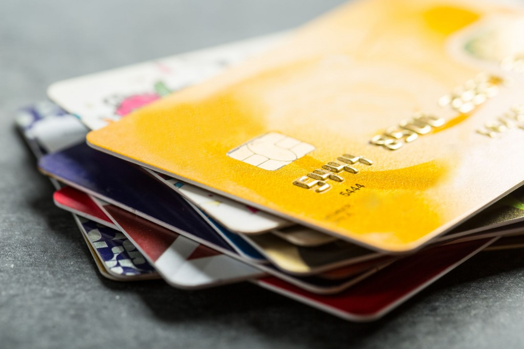 The number of credit cards issued here totaled 95.6 million at the end of 2016, up 2.7 percent from a year ago. (image: KobizMedia/ Korea Bizwire)