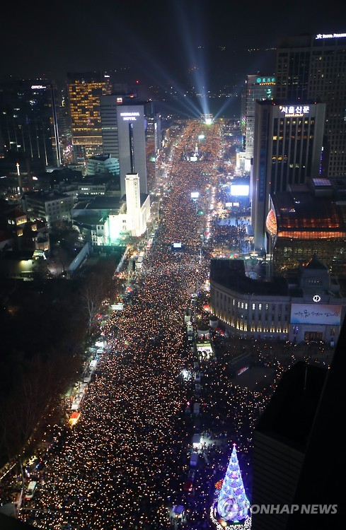 Over 2.3 million people (organizer estimate) gathered across the country on December 3 calling for resignation of President Park Geun-hye. (image: Yonhap)