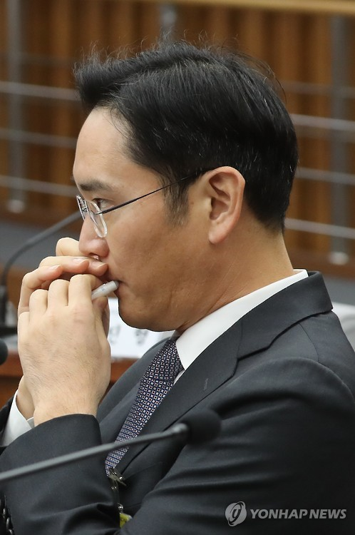 The lip balm was brought to attention when Lee Jae-yong, the heir-apparent of the Samsung empire, routinely applied the lip protectant during the hearing. (image: Yonhap)