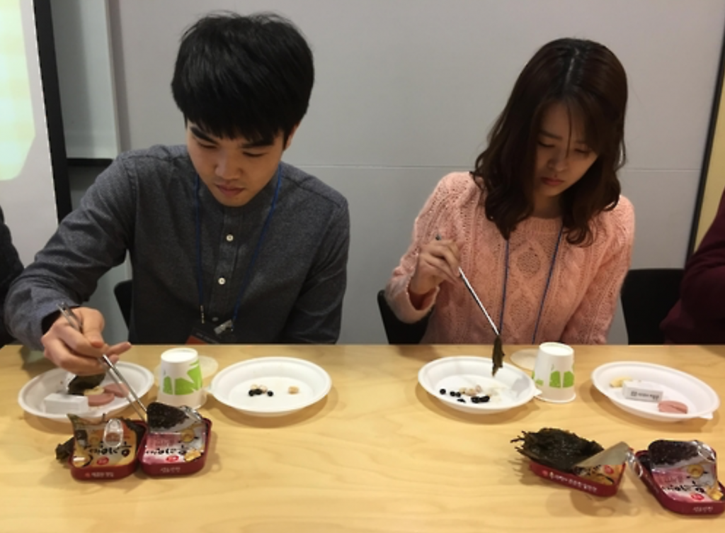 According to a company HR official, Sempio has already been teaching the correct use of chopsticks to new recruits, and it merely decided to implement the program to its recruiting platform so that applicants would sympathize with Sempio's corporate values and philosophy. (image: Sempio)