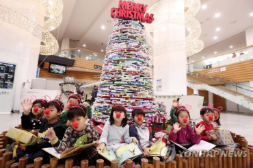 District Office Builds Christmas Tree of Books