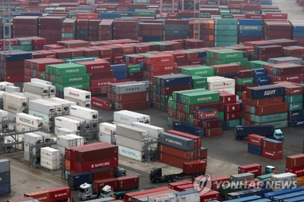 Goldman Sachs and Nomura also expected South Korea's exports to gain in the coming months, helped by a strong U.S. dollar. (image: Yonhap)