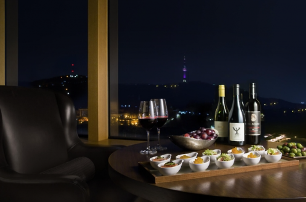 Shilla Hotel offers a holiday package deal for women, which includes a free admission for live session at a lounge bar, wine and snacks. (image: Hotel Shilla)