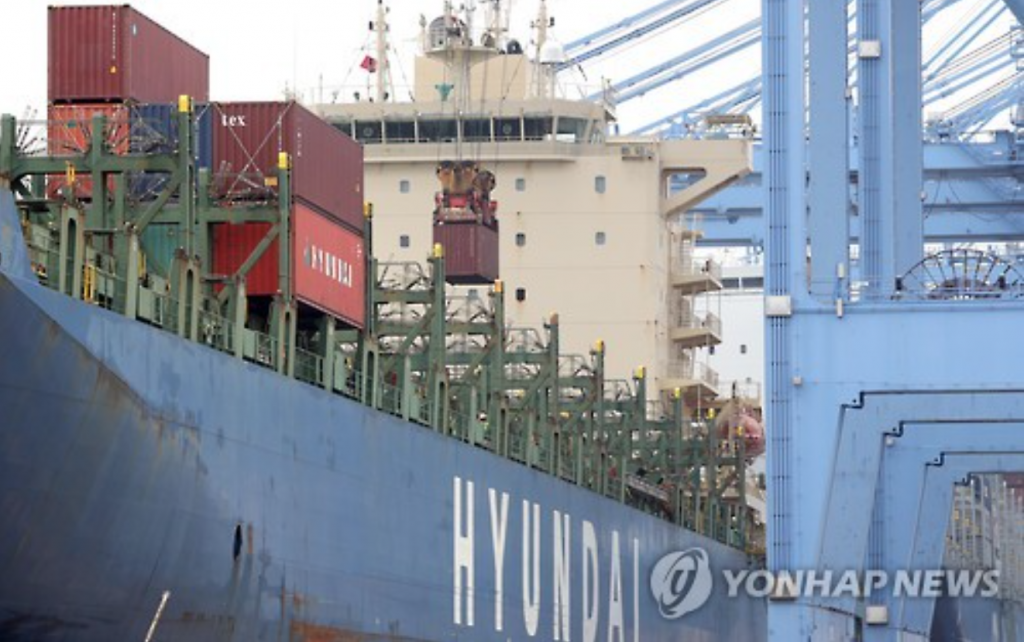 Under the plan, Korea Shipping will provide some 720 billion won to Hyundai Merchant this month or next to shore up its capital base. (image: Yonhap)