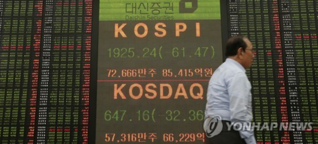 The benchmark Korea Composite Stock Price Index (KOSPI) tumbled 5.7 percent over four sessions until March 12, 2004, when lawmakers voted to impeach late former President Roh Moo-hyun. About a month later, however, the index recovered to the level before the impeachment motion was submitted. (image: Yonhap)