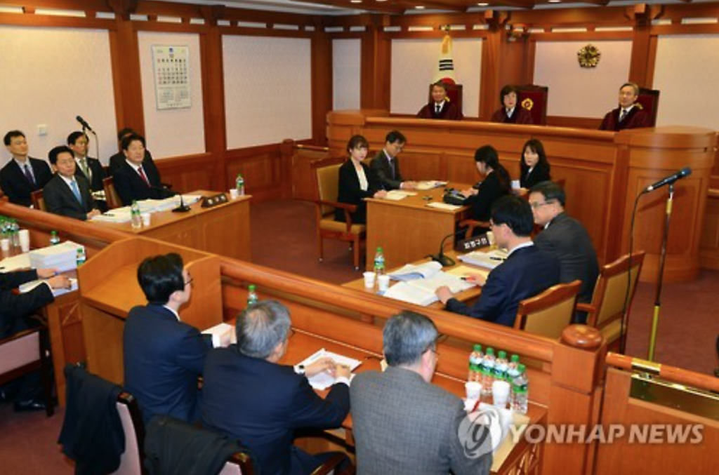 Justices begin the third and final preparatory hearing on the National Assembly's impeachment of President Park Geun-hye at the Constitutional Court in Seoul on Dec. 30, 2016. The first official hearing is slated for Jan. 3, 2017. (image: Yonhap)