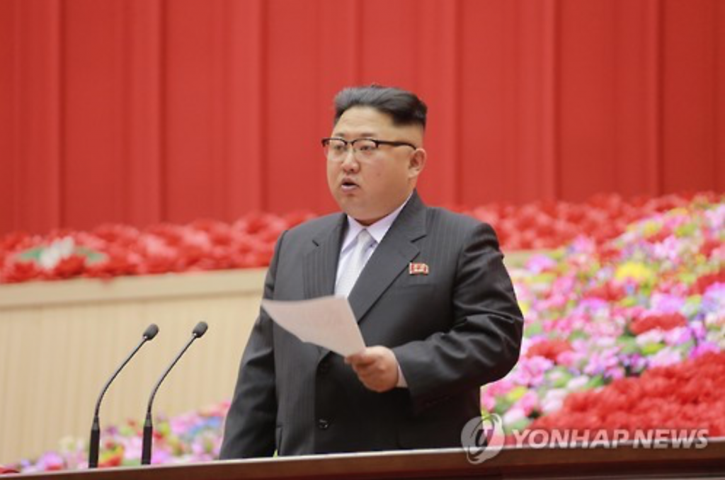 """Kim's choice of a suit is seen by experts as an effort to promote an image of himself as a """"normal leader"""" of a country. (image: Yonhap)"""