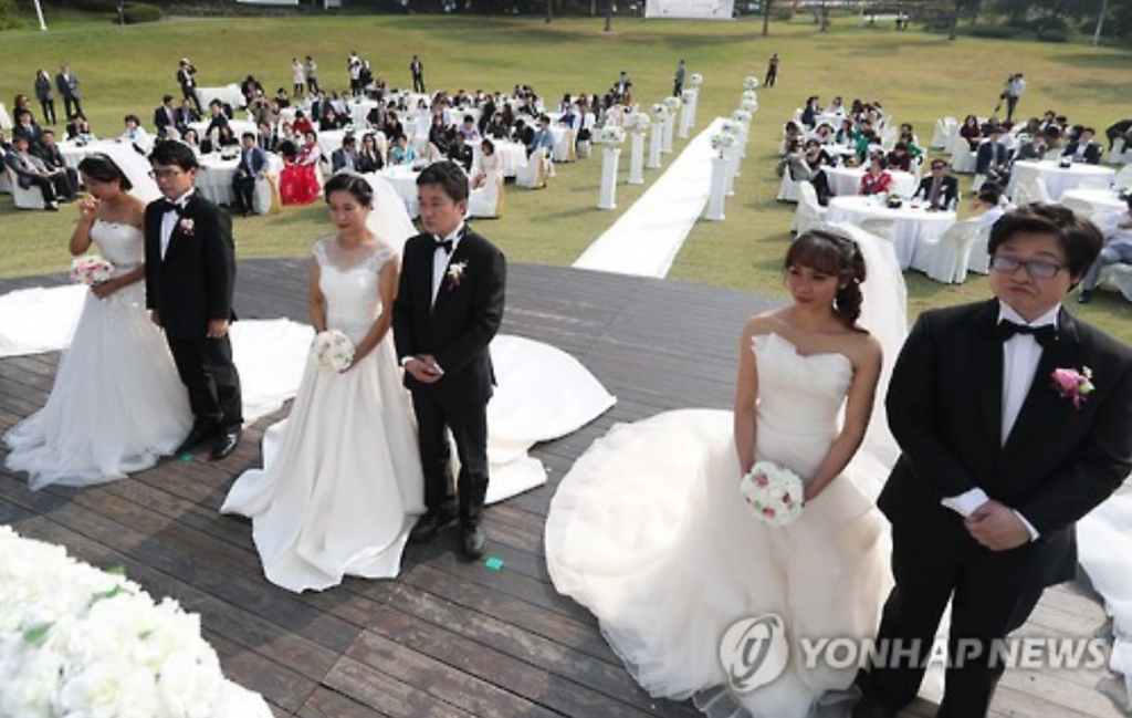 As of the end of last month, Vietnamese accounted for 27.5 percent of all interracial marriages in South Korea, ranking second only to the Chinese with 43 percent. (image: Yonhap)