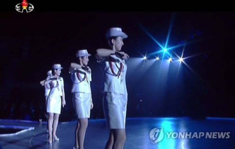 """North Korean Leader Shows up for """"Girl Group"""" Performance"""