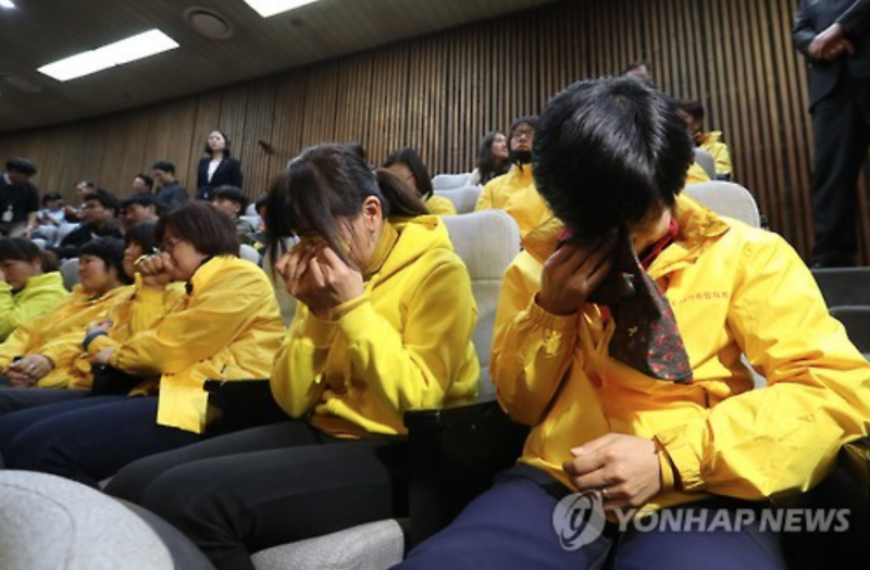 Sewol Ferry Tragedy Victims Shed Tears at Impeachment Vote