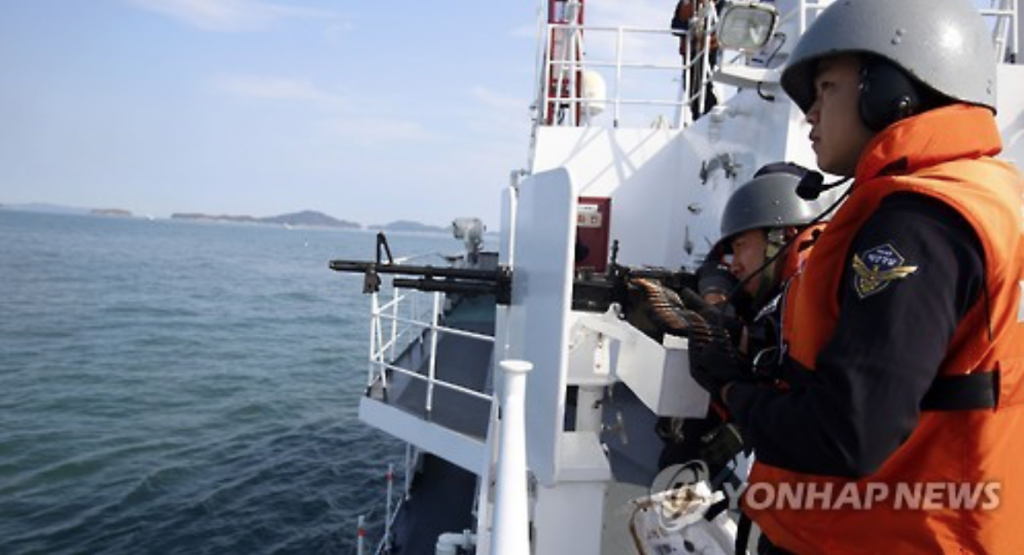 Illegal Chinese fishing reached its peak last year, even resulting in the sinking of a 4.5-ton KCG speedboat in October after it was rammed by one of some 40 Chinese fishing boats. (image: Yonhap)