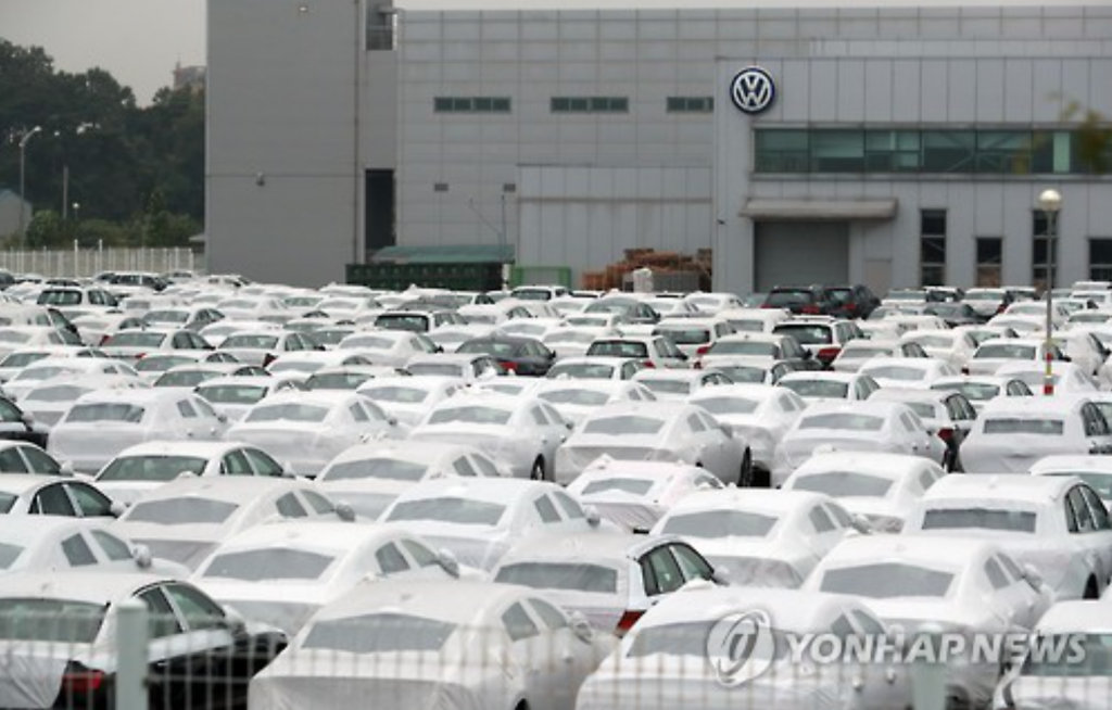 """The imported car market shrank from a year earlier in 2016 due to the Volkswagen scandal that led to the revocation of sales certificates for certain vehicle models,"" KAIDA official Yoon Dae-sung said in a press release. (image: Yonhap)"