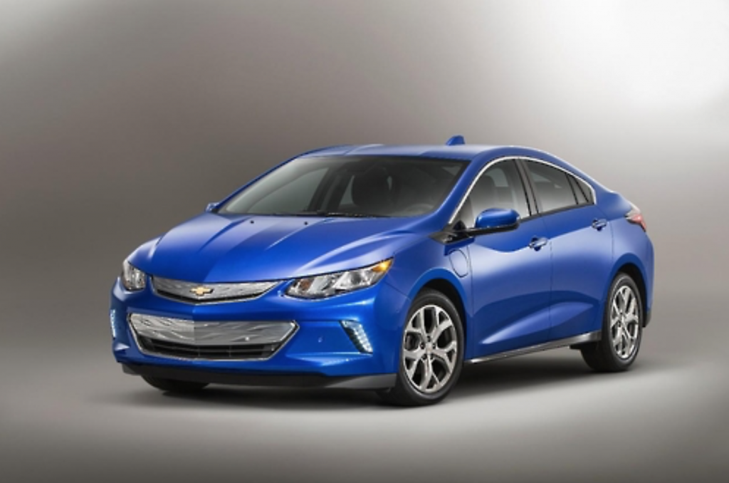 The new plug-in hybrid car can travel up to 89 kilometers off its battery after each full recharge, while its 1.5-liter gasoline engine will automatically kick in when necessary to extend its driving range by an additional 587 kilometers. (image: GM Korea)