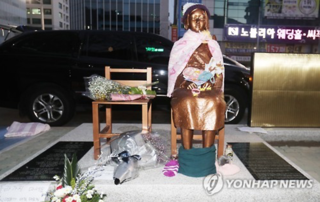Asked about the new girl statue erected in December in front of the Japanese Consulate in the southern port city of Busan, 78 percent said it should be kept there. (image: Yonhap)