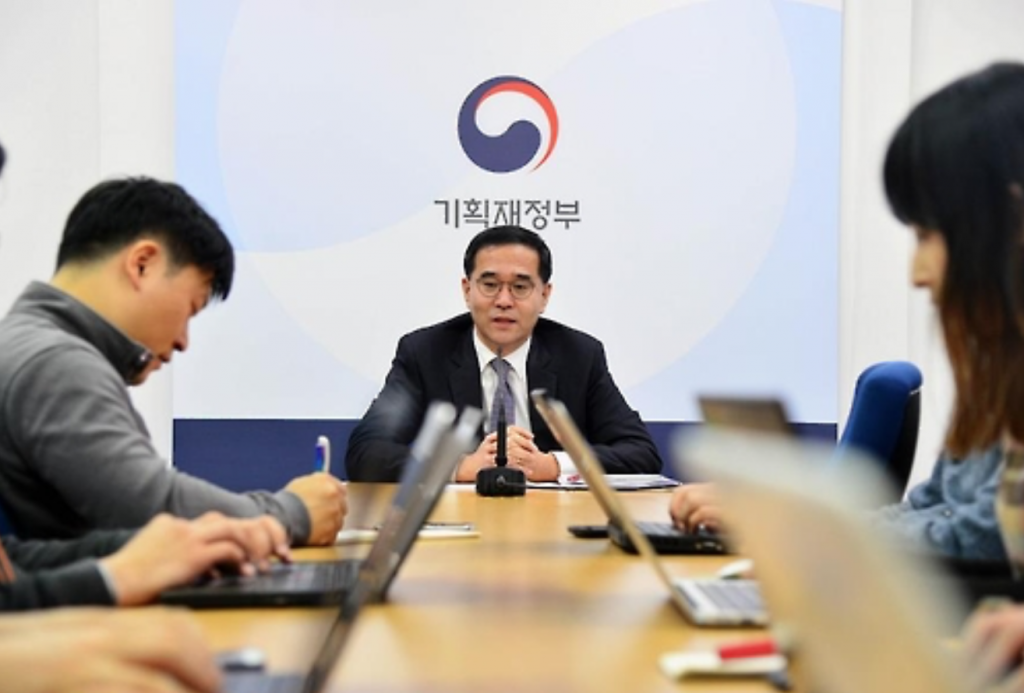 """""""We just finished the procedures yesterday. Now, foreign eggs can come into the country,"""" Deputy Finance Minister Lee Chan-woo said at a briefing with reporters in Sejong."""