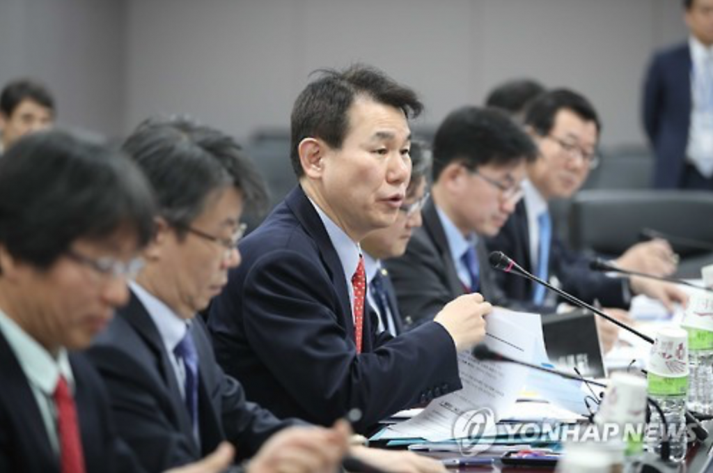 Jeong Eun-bo, vice chairman of the Financial Services Commission, speaks at a meeting on fintech in Seoul on Jan. 10, 2017. (image: Yonhap)