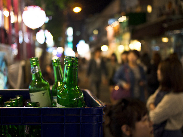 While soju manufacturers have been raising the factory price from the end of 2015, restaurants have marked up the prices on scales of 500 won (US$0.42) and 1,000 won instead of 100 won, apparently for easier billing. (image: Flickr/ Mardruck)