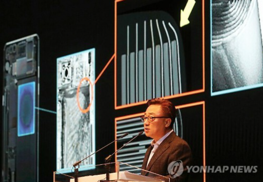 Koh Dong-jin, head of Samsung Electronics Co.'s smartphone division, speaks at a press conference on Jan. 23, 2017. (image: Yonhap)