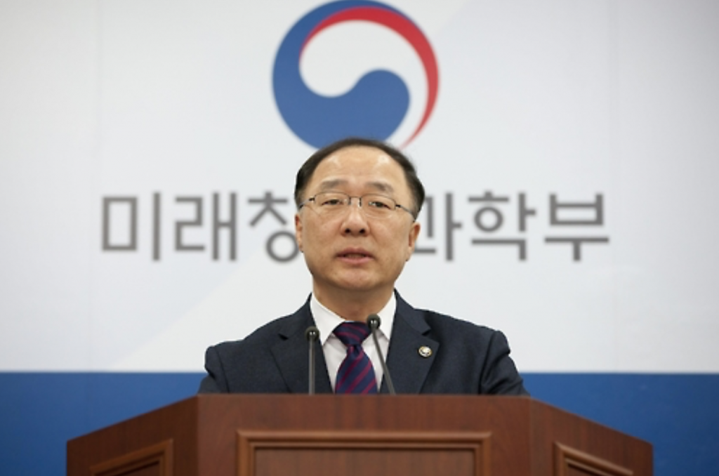 """The support measures were drawn up after understanding that a startup is a solution to creating more jobs and stimulating the economy amid the fourth industrial revolution,"" Hong Nam-ki, vice-minister of ICT ministry, told reporters. (image: Yonhap)"