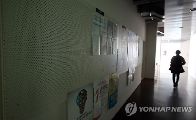 The local job market gets worse, young jobseekers are facing a dwindling number of job opportunities. (Image courtesy of Yonhap)
