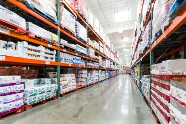 Warehouse Clubs Record Impressive Growth amid Economic Hardships