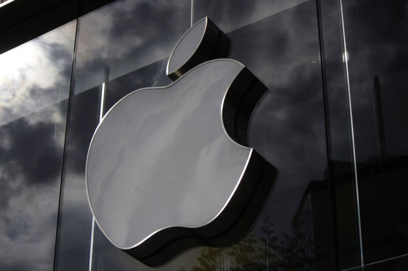 Apple Beats Samsung in Q4 Smartphone Shipment
