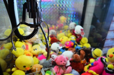 Professional Claw Machine Players Resell Their Prizes Online