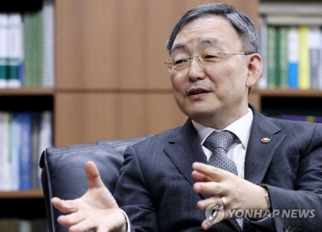 """China accounts for a third of South Korea's exports of broadcasting content, but this sectors is currently not growing,"" said Choi Sung-joon, chairman of the Korea Communications Commission. (image: Yonhap)"