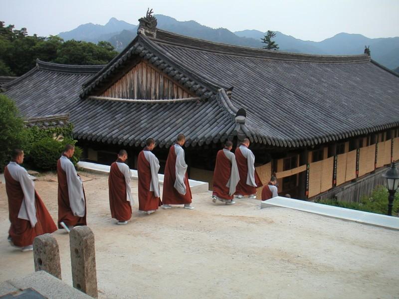 Buddhist Community Debates Allowing Older Retirees into Priesthood
