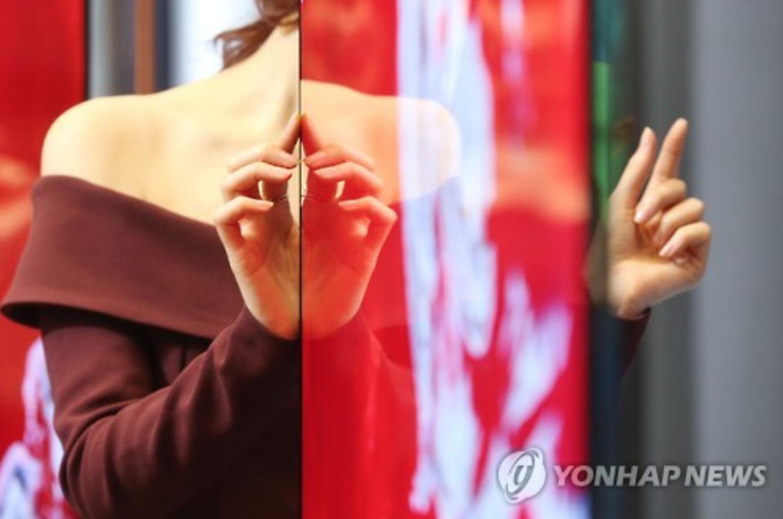LG Electronics unveils 'wallpaper-thin' OLED TVs