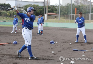 Korean Stars Warm Up for WBC 2017