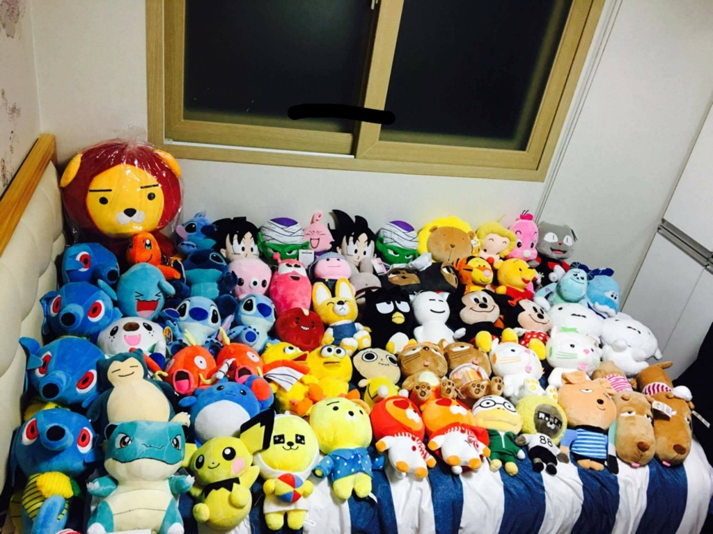 Such activities are most popular on Facebook, with the experts uploading pictures of dozens of dolls snatched from the arcades to sell at discounted prices compared to e-commerce platforms. (image: Facebook)