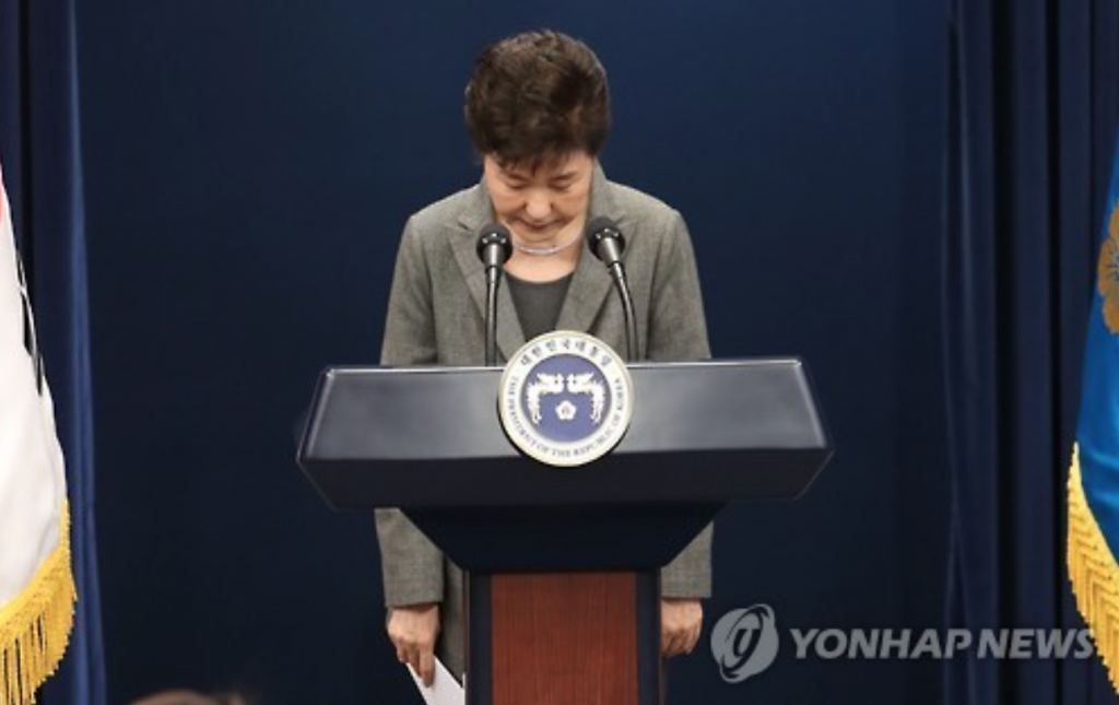 President Park Geun-hye bows after addressing the nation over the political scandal involving her and her longtime friend Choi Soon-sil on November 29, 2016. (image: Yonhap)