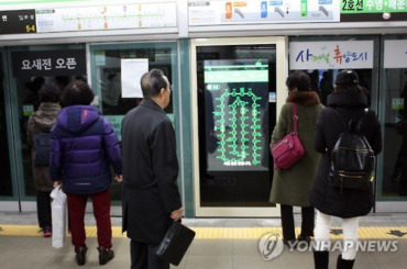 Subway Platform Screen Door Equipped with Transparent Digital Screen Debuts in Busan