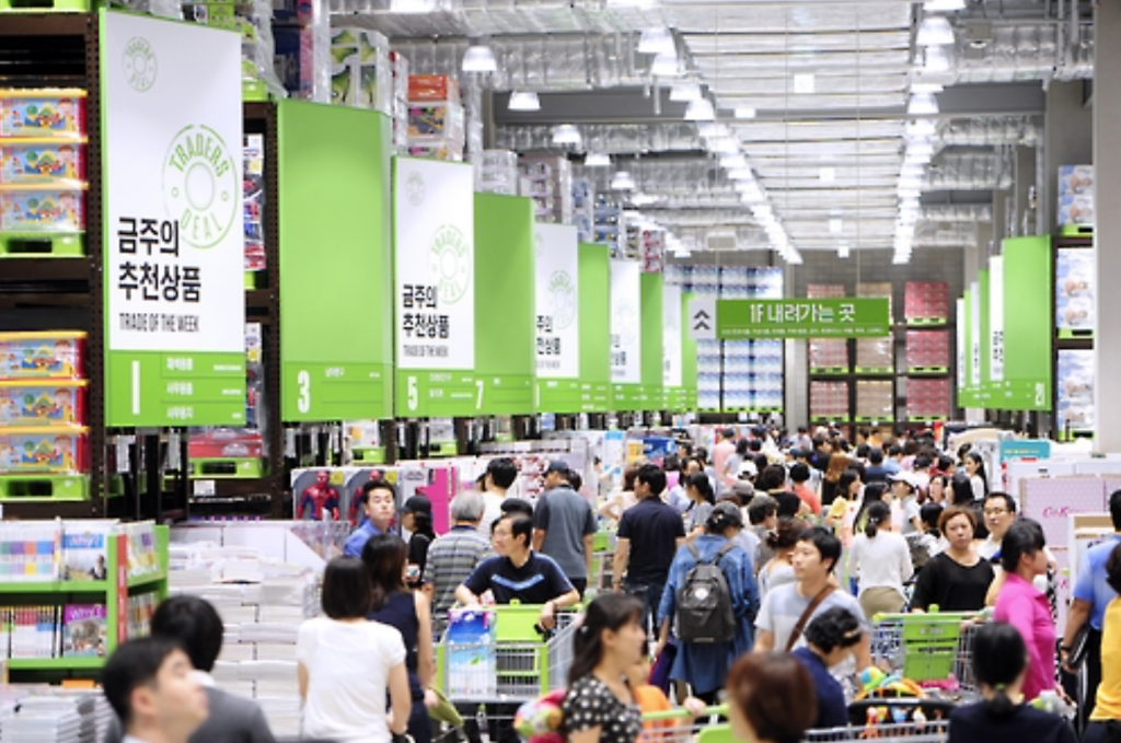 Traders recorded a new sales milestone last year by surpassing 1 trillion won ($871.6 million) in annual revenue, and now serves as E-Mart's major growth engine. (image: Yonhap)