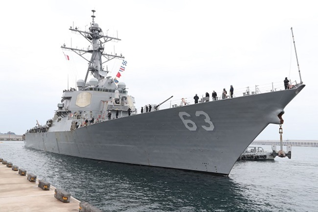 An Aegis-equipped US destroyer USS Stethem enters South Korea's naval base on the southern resort island of Jeju on March 25, 2017, after taking part in the two countries' joint drill from March 17-21. (Image: Yonhap)