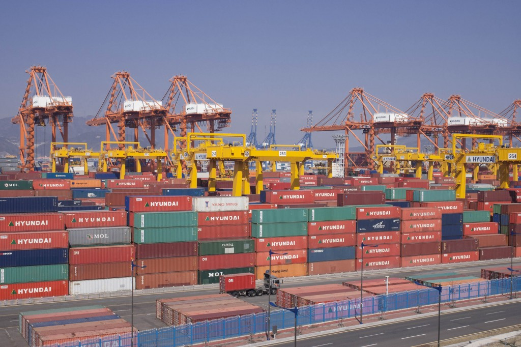 Once established, IoT sensors affixed to shipping containers will allow authorities to monitor real-time information such as location as well as internal temperature and humidity to better respond to any inconsistencies. (image: KobizMedia/ Korea Bizwire)