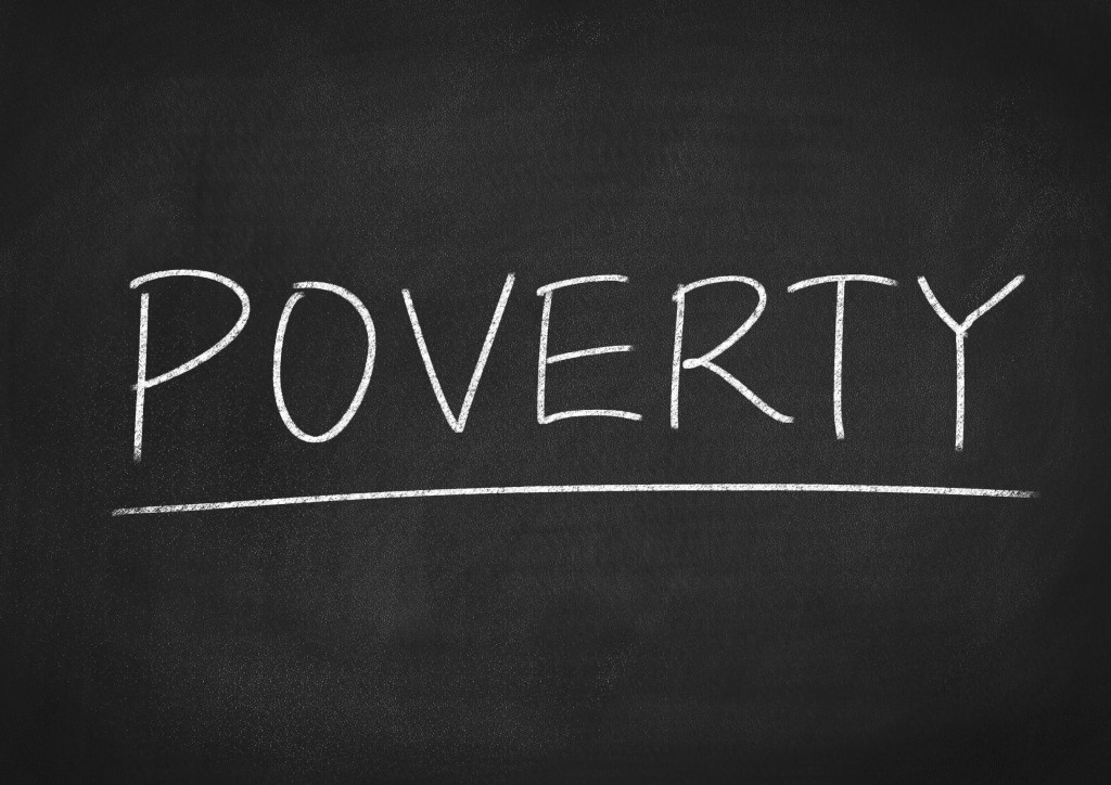 The poverty rate was the highest for those living alone, at 21.2 percent (in 2014), while those living with their parents (3.5 percent) or those married (2.7 percent) showed relatively low rates. (image: KobizMedia/ Korea Bizwire)