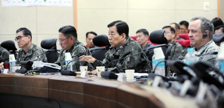 South Korean Defense Minister Han Min-koo speaks during a visit to an Army base to inspect the joint Key Resolve exercise with the U.S. on March 20, 2017, in this photo provided by his ministry. (Image: Yonhap)